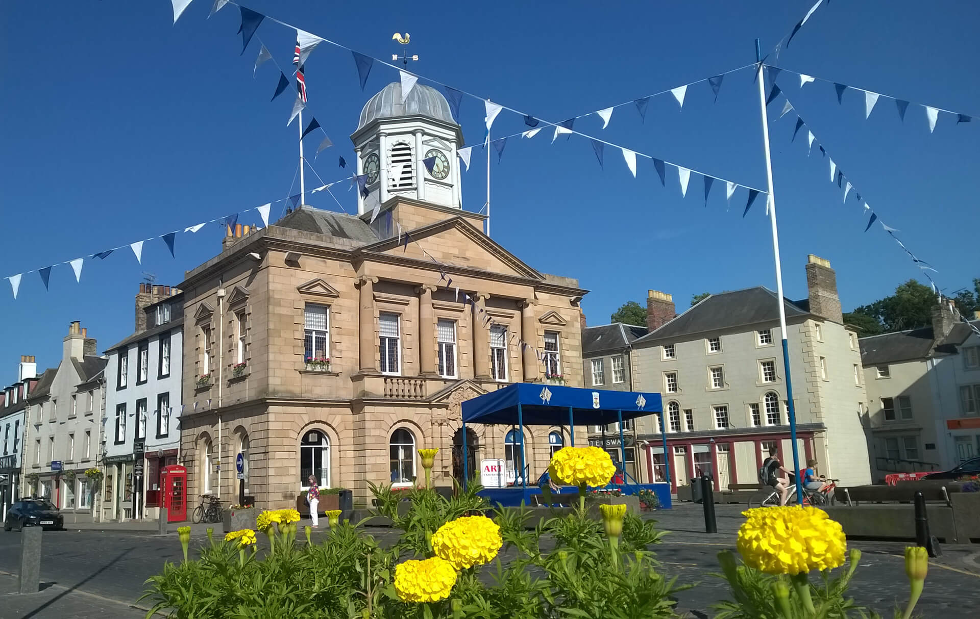View of Kelso town hall with yellow flowers in the foreground.